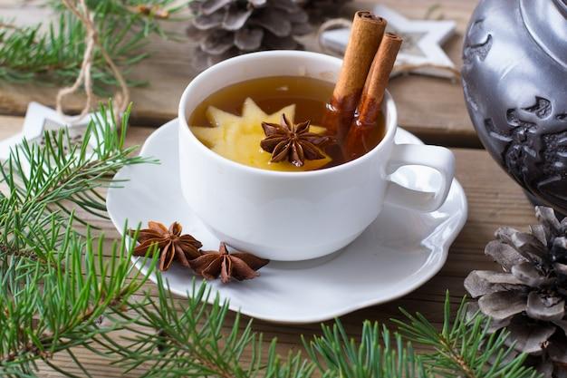 Чай с яблоком, анисом и корицей