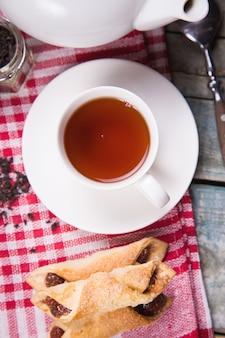 Чай с тортом