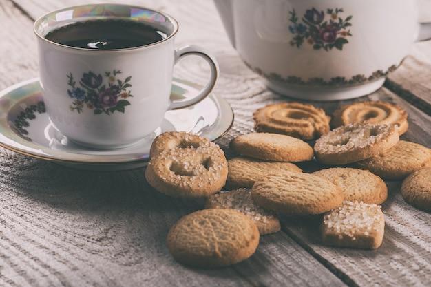 デンマークのバタークッキー入りのお茶