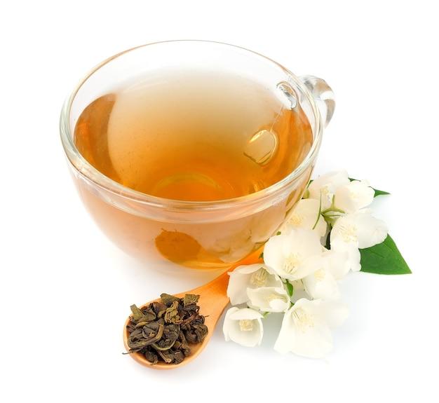 Чай со свежими цветами жасмина