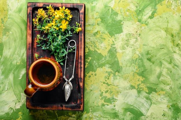 Чай с цветами зверобоя