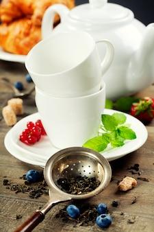 Чай с мятой и ягодами
