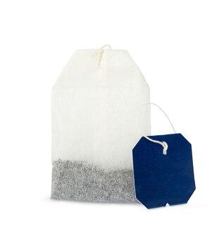 青いラベルが分離されたティーバッグ。