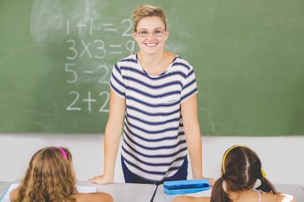 数学のクラスの教師