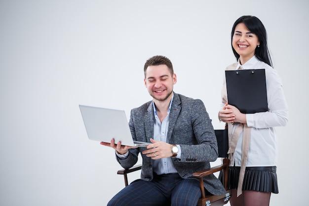 Консультант по руководству наставником учителей рассказывает о новом онлайн-проекте для молодой студентки-стажера, целеустремленного лидера, исполнительного менеджера, обучающего студента, преподавателя. новый бизнес-проект