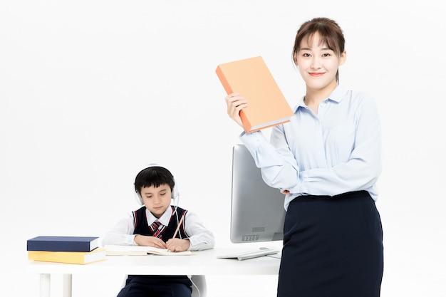 子供たちのオンライン教育を教える教師