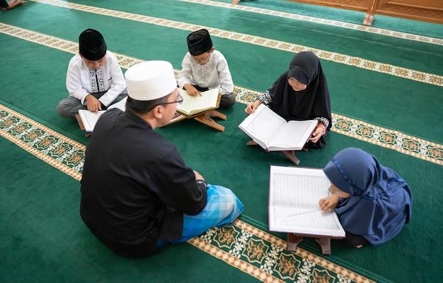 Учим мусульманского малыша читать коран