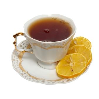 Чашка с чаем и лимоном, изолированные на белом фоне