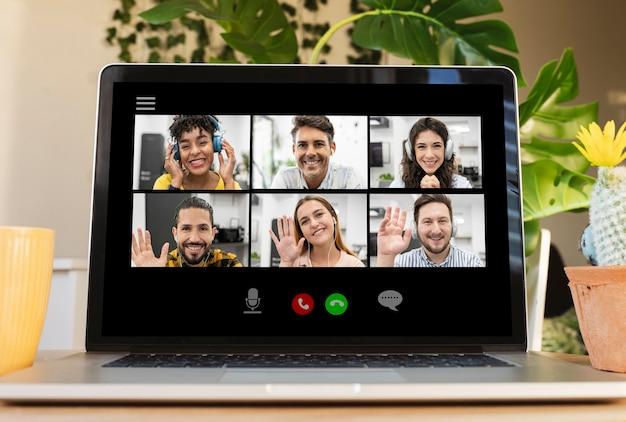 チームミーティングオンライン電話会議、男性と女性、多民族
