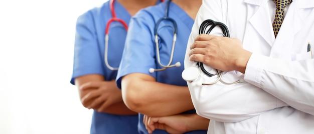 Команда врачей готова оказать помощь пациентам с covid-19 в больнице