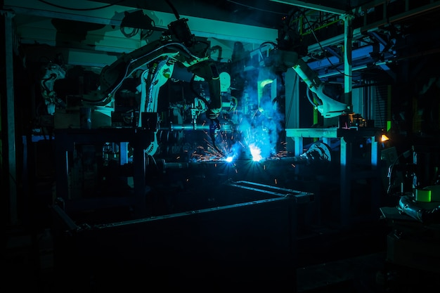 Team welding robots the movement. in the automotive parts industry.