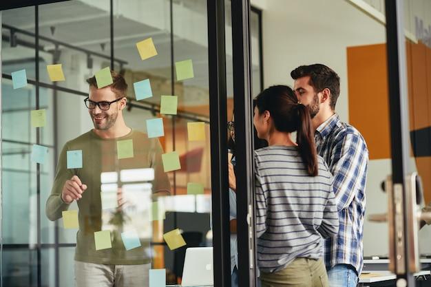팀워크는 모든 사람의 아이디어에 관한 것입니다.