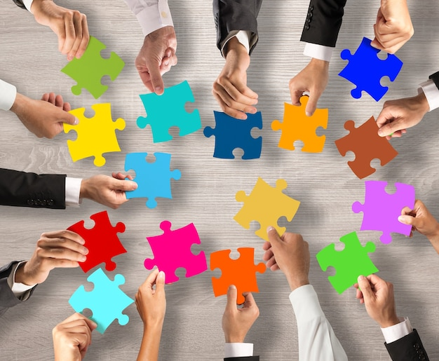 Концепция совместной работы и интеграции с кусочками головоломки