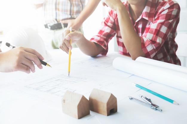 건축 프로젝트 엔지니어 회의 팀워크.