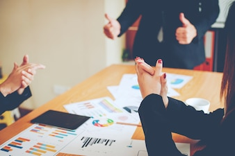 チームワークチームチームとしてビジネスを行うコーポレートミーティング