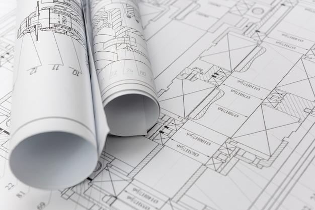 Технические чертежи с чертежами в рулонах крупным планом