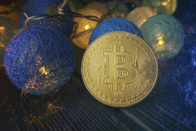 Технический график биткойнов в футуристической концепции. золотые биткойны, стоящие на печатной плате, концепция криптовалюты.