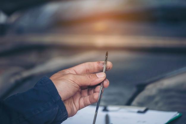 Руки техника починить ремонт двигателя автотранспортных средств автосервис