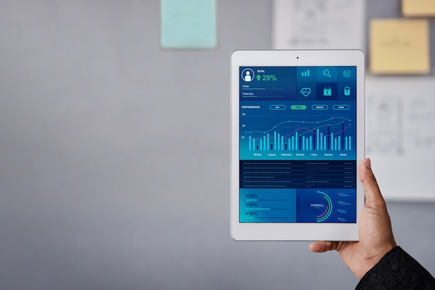 Технология в финансах и бизнес маркетинг концепции. графики и диаграммы