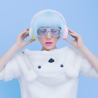 Teddy bear girl dj. сумасшедшая вечеринка. клубный танцевальный стиль