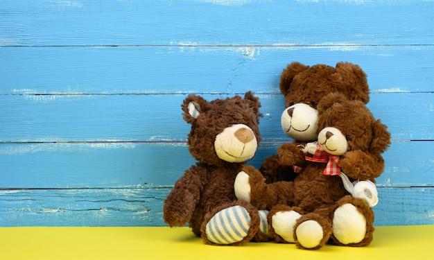 Teddy bears sitting, family, copy space