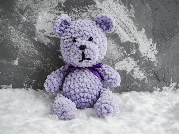 Teddy bears, sitting on a white plaid