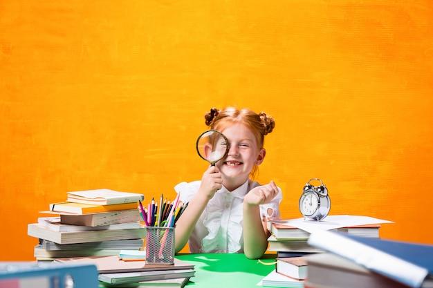 Девушка с большим количеством книг