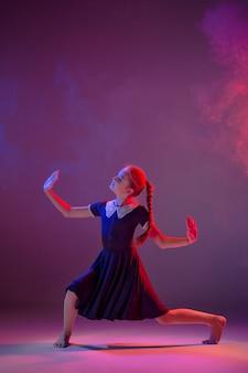 La giovane ballerina moderna