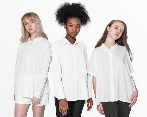 若者の基本的なファッションの写真撮影のためのカラーシャツの10代の少女