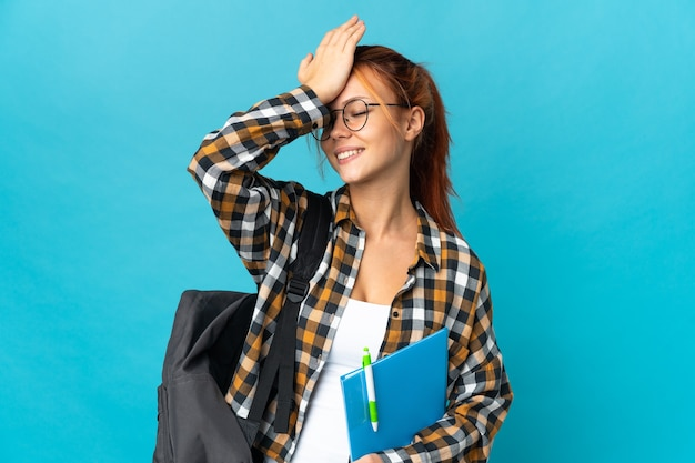 Студент-подросток русская девушка на синем что-то поняла и намеревается решить