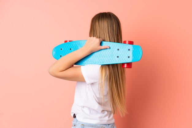 10代のウクライナのスケーターの女の子