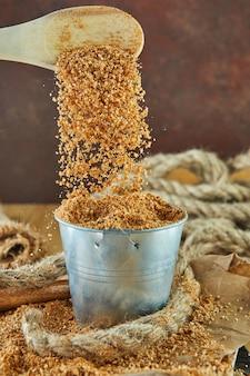 テフ、木製の文字で書かれた名前を持つ古代のグルテンフリーの穀物の代替品。