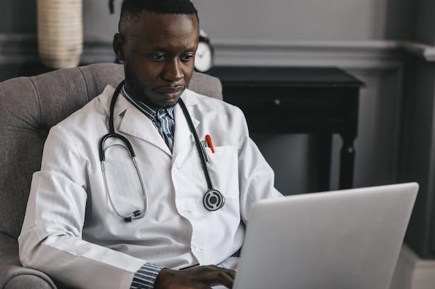 Телездравоохранение с виртуальным визитом к врачу и сеансом онлайн-терапии