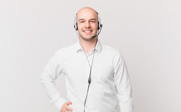 텔레마케터 남자 고객 지원 및 텔레마케팅 운영자 개념