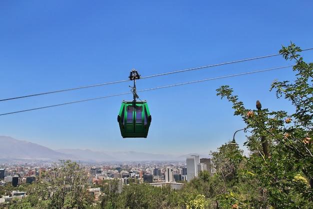 칠레 산티아고 산 크리스토 발 언덕의 케이블 길 텔레 페리 크