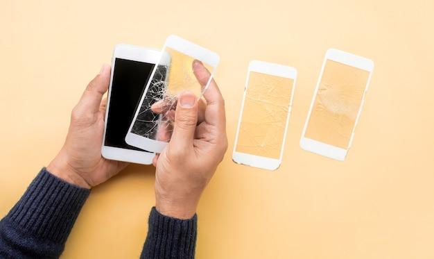 Защитный экран из закаленного стекла с мобильным телефоном