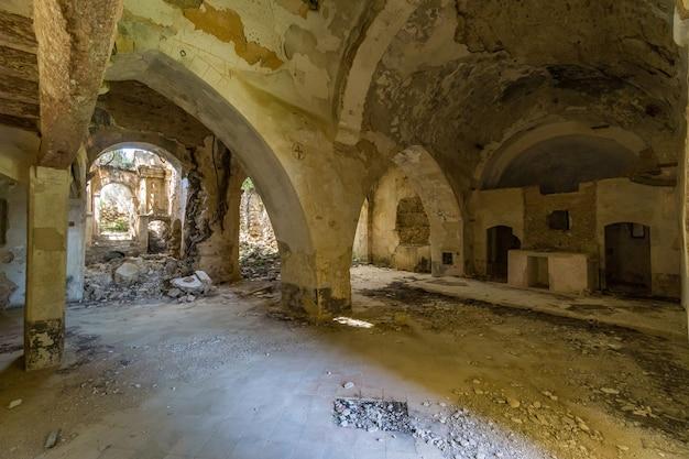 放棄されたtemplar教会