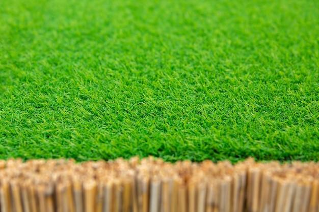 商品やテキストを配置するためのテンプレート。背景または背景。緑の芝生草