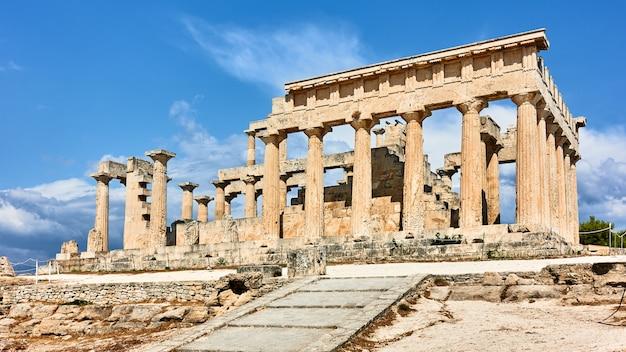Храм афайи на острове эгина в греции. древнегреческая архитектура, серка 500 г. до н.э.