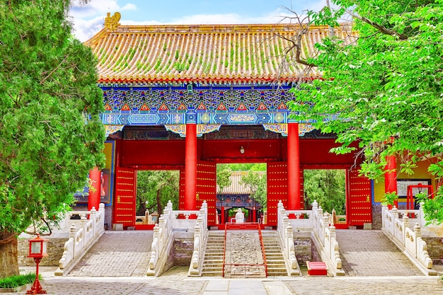 Храм конфуция в пекине - второй по величине конфуцианский храм в китае. пекин.