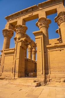 美しい柱のあるフィラエ神殿、ギリシャローマ建築、イシスに捧げられた寺院、愛の女神。アスワン。エジプト人