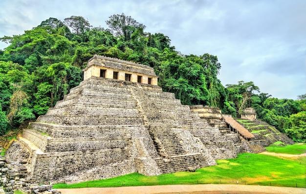 メキシコのパレンケのマヤ市にある碑文の寺院