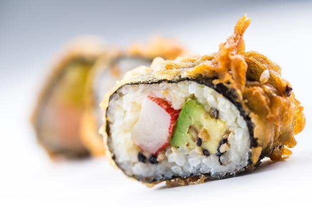 Темпура горячие жареные суши маки традиционные японские блюда.