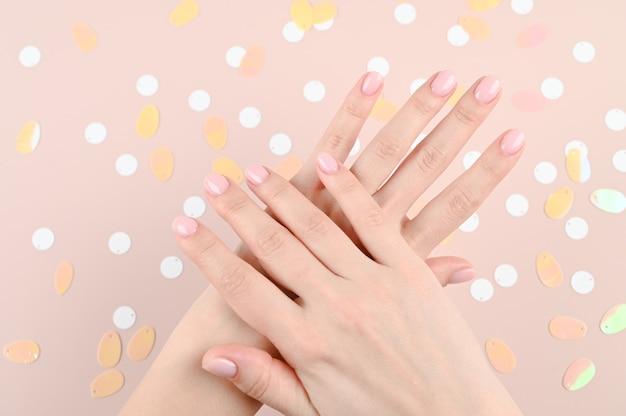 Нежные женские руки на бежевом