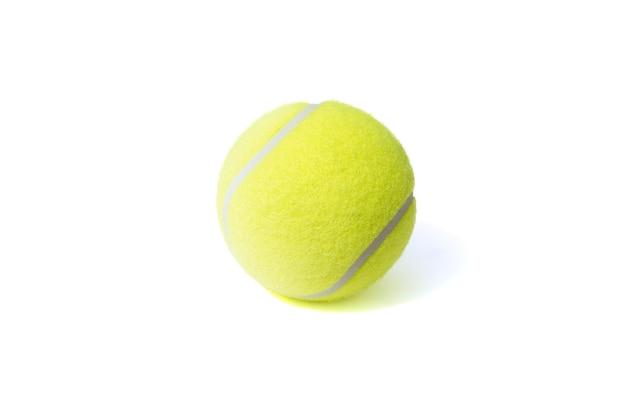 테니스 공은 흰색 배경에 격리됩니다. 스포츠