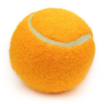 白い背景の上のテニスボール