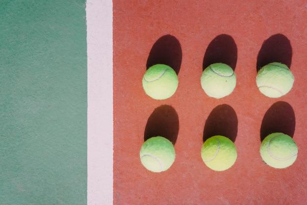 対称のテニスボール