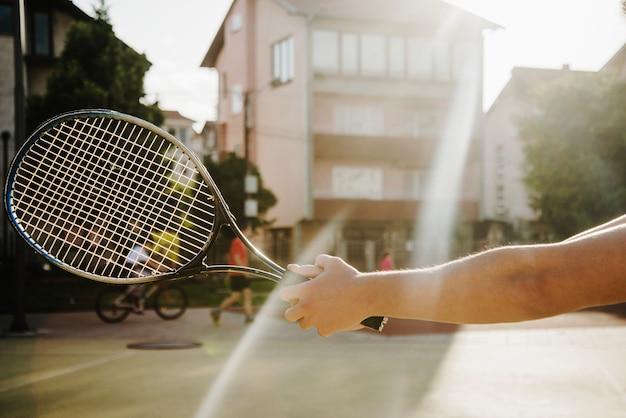 テニスラケットと太陽の効果