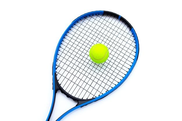흰색 바탕에 공 테니스 라켓입니다.
