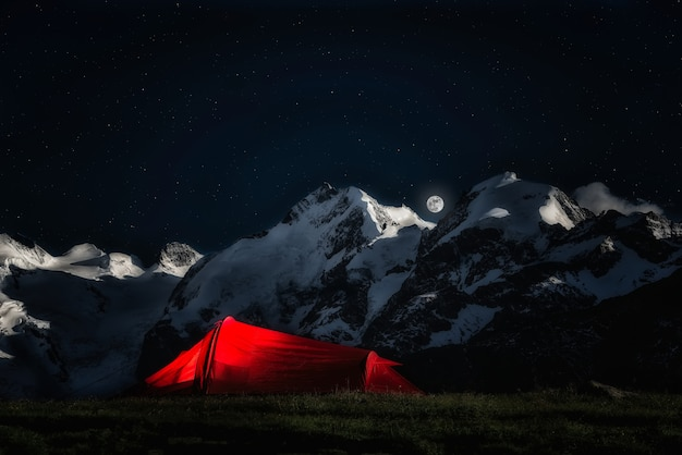 Tent for adventurous climbers